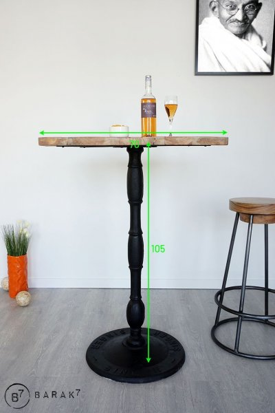 Table haute de bistrot carrée