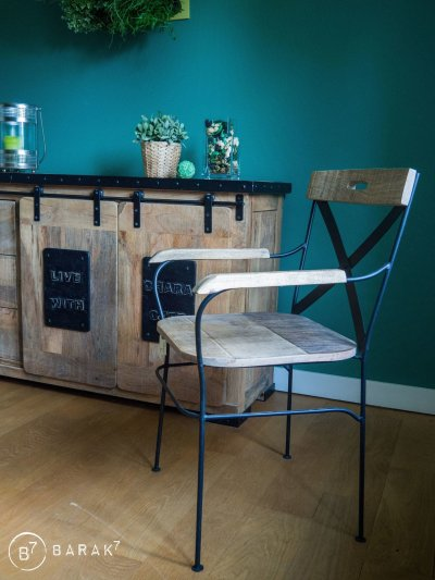 "Industriële Dressoir ""Live with character"""